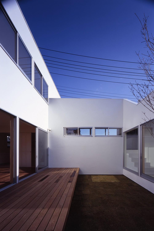 日立の2世帯住宅 (中庭)