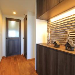 玄関 (ModernLuxuryな空間を、街中で。)