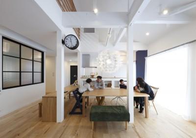 ダイニングキッチン (回遊できる家 – 長く子供と仲良く、築46年の回遊できる家<リノベーション> –)