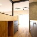 収納力がもたらす シンプルで豊かな暮らしの写真 キッチン作業台