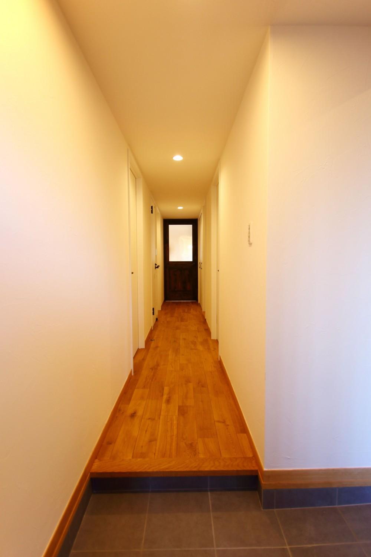 収納力がもたらす シンプルで豊かな暮らし (玄関ホール)