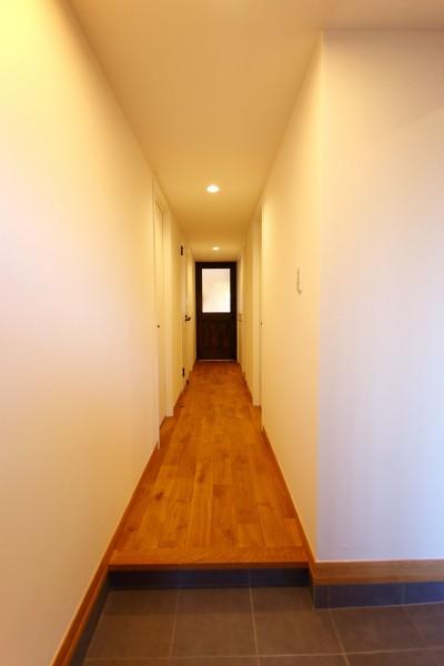 玄関ホール (収納力がもたらす シンプルで豊かな暮らし)