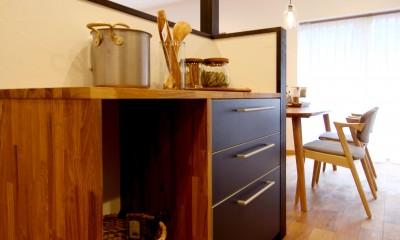収納力がもたらす シンプルで豊かな暮らし (キッチン作業台)
