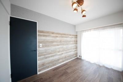 寝室 (窓を開けたら、まるで海!?カリフォルニアのリゾートライフ)
