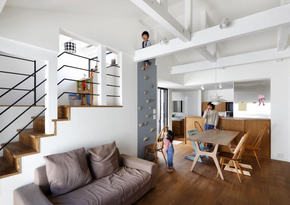 建築家:一級建築士事務所アトリエm「阿倍野の長屋  – 「5段の距離がいい」<リノベーション> –」