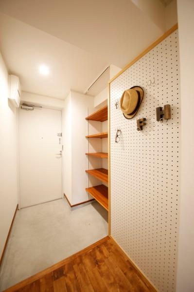 玄関スペース (大人カフェの寛ぎ感に包まれ都心で至福のコーヒータイム)