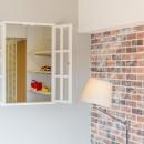 「絶好の眺め」を主役にした、素材感を楽しむ大人ブルックリンの写真 リビングから子供部屋