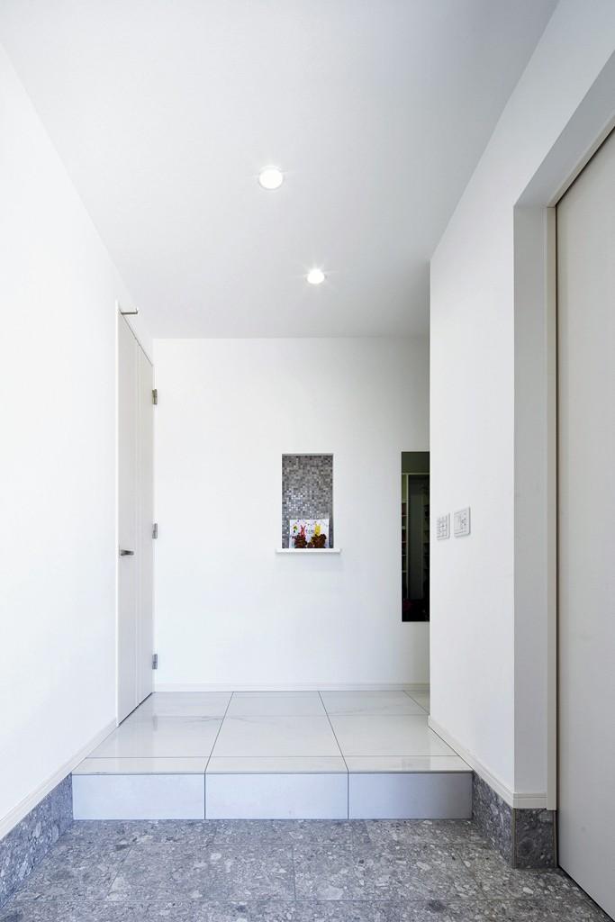 Black & White、モダンレジデンス (玄関ホール)