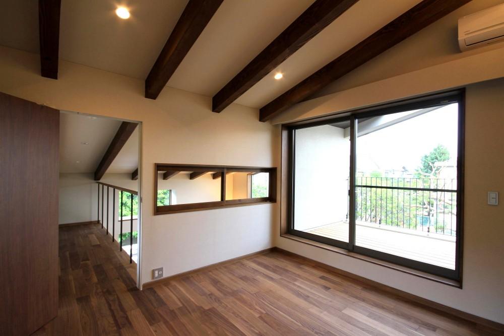 杉並の住宅 大きな切妻屋根の家 (2階寝室)