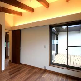 杉並の住宅 大きな切妻屋根の家 (勾配天井の2階寝室)