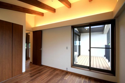 勾配天井の2階寝室 (杉並の住宅 大きな切妻屋根の家)