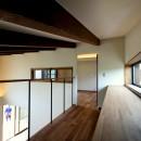 杉並の住宅 大きな切妻屋根の家の写真 リビング吹抜けの書庫