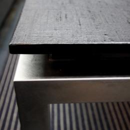 熱海Kヴィラ 伊豆山に建つリゾートマンションのリノベーション (オリジナルデザインのリビングテーブル)