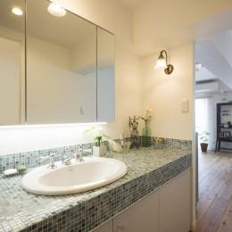 憧れの「大人時間」が始まる 60代の大胆リノベーション (廊下に設置した洗面室)