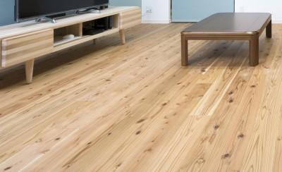 お気に入りの無垢床 (シンプルライフを楽しむ40代女性の「心機一転」ワクワクリノベーション)