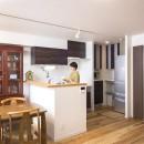 「理想の家に住みたい」という夢を叶えた、前向きリノベーションの写真 キッチン