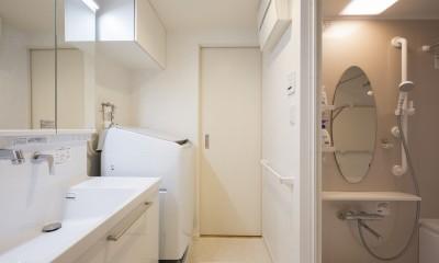 「理想の家に住みたい」という夢を叶えた、前向きリノベーション (洗面・バスルーム)