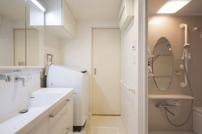 洗面・バスルーム (「理想の家に住みたい」という夢を叶えた、前向きリノベーション)