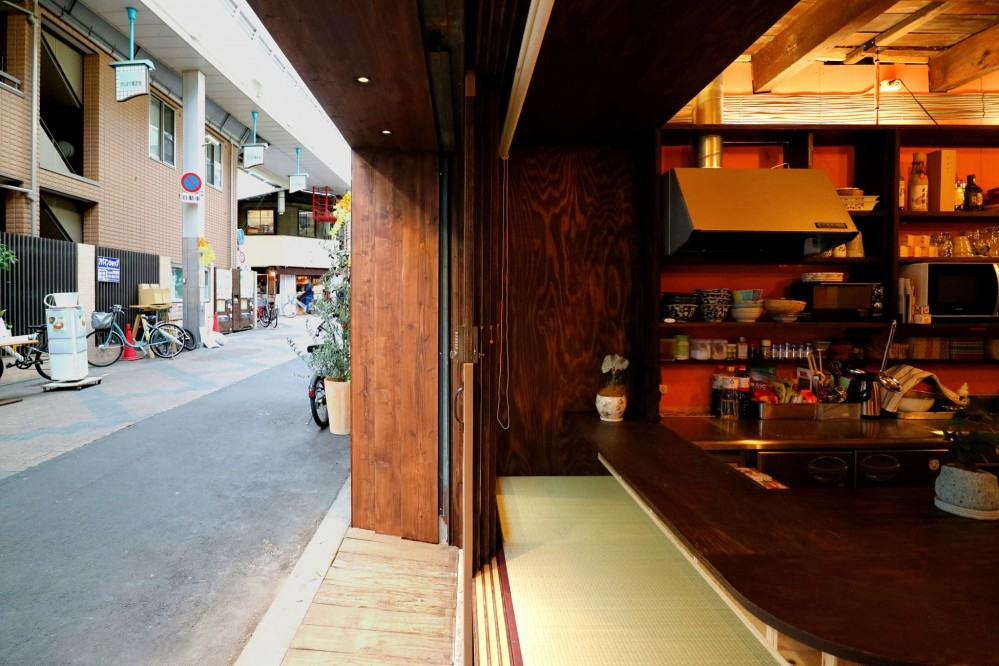 GUEST HOUSE とろとろ 空堀商店街 (ファサード左側)