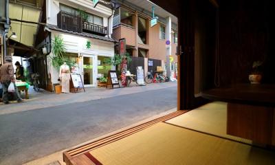 畳に座った景色|GUEST HOUSE とろとろ 空堀商店街