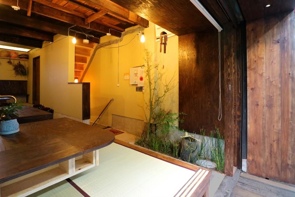 GUEST HOUSE とろとろ 空堀商店街 (地下空間と奥座敷へのアプローチ)
