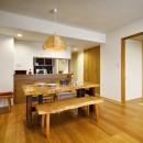 お気に入りの家具との暮らし。活かすのは職人技の造作の写真 LDK