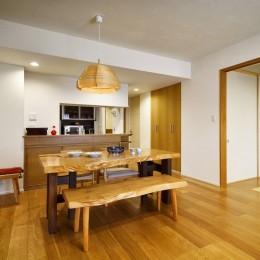 お気に入りの家具との暮らし。活かすのは職人技の造作 (LDK)