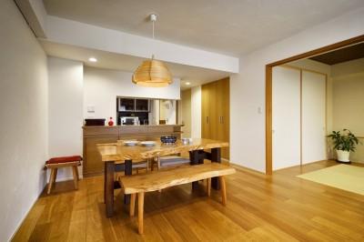 LDK (お気に入りの家具との暮らし。活かすのは職人技の造作)