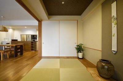 収納 (お気に入りの家具との暮らし。活かすのは職人技の造作)