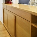 お気に入りの家具との暮らし。活かすのは職人技の造作の写真 キッチンカウンター
