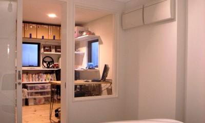 インナーガレージから書斎を見る|八千代の住宅 子育て世代のガレージハウス