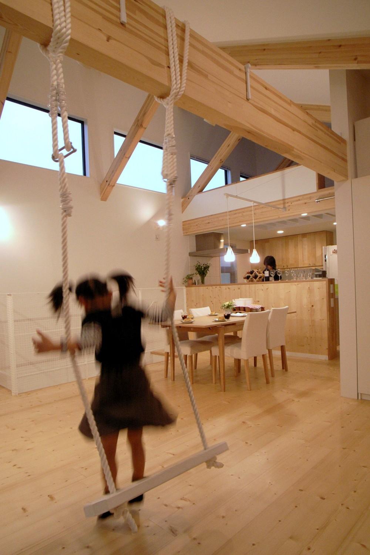 八千代の住宅 子育て世代のガレージハウス (リビングダイニング)