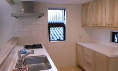 八千代の住宅 子育て世代のガレージハウス (オープンキッチン)