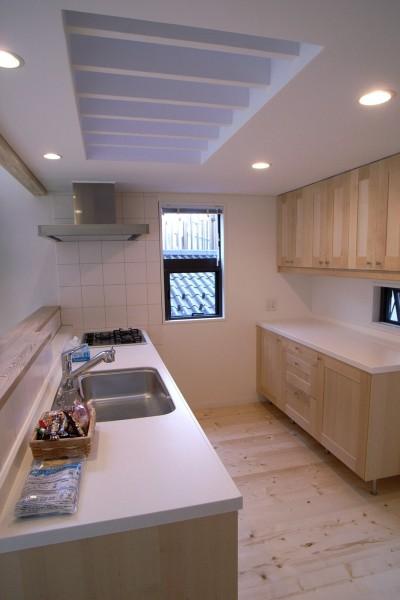 オープンキッチン (八千代の住宅 子育て世代のガレージハウス)