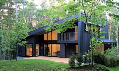 富士山麓の別荘 カラマツ林の傾斜地に建つ別荘