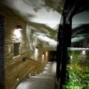 雷山の別荘 絶景を楽しめる和モダンの別荘の写真 エントランスホールと階段