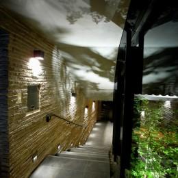 雷山の別荘 絶景を楽しめる和モダンの別荘 (エントランスホールと階段)