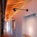 雷山の別荘 絶景を楽しめる和モダンの別荘の写真 絵画の展示スペースのギャラリー