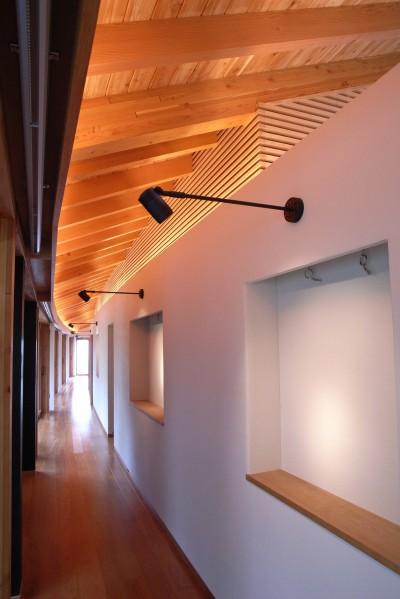 絵画の展示スペースのギャラリー (雷山の別荘 絶景を楽しめる和モダンの別荘)