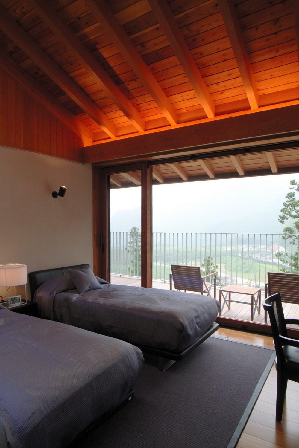雷山の別荘 絶景を楽しめる和モダンの別荘 (天井の高いゲストベッドルーム)