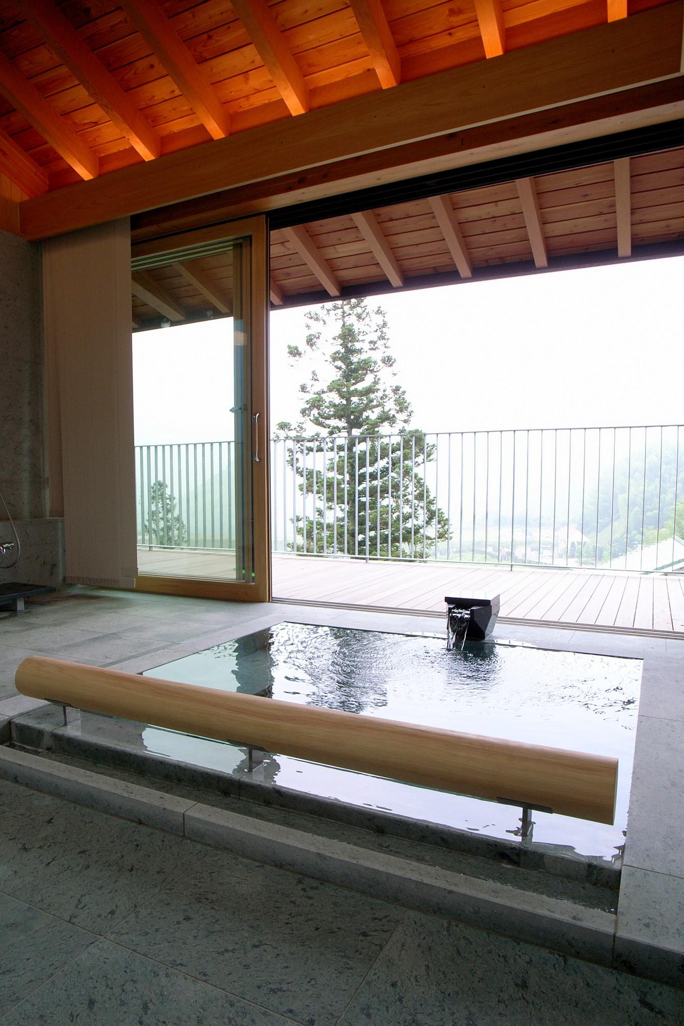 バス/トイレ事例:温泉浴室(雷山の別荘 絶景を楽しめる和モダンの別荘)
