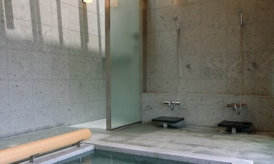 温泉浴室|雷山の別荘 絶景を楽しめる和モダンの別荘