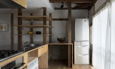 Renovation in Nekogahora / 天井と壁を取り払い構造補強により豊かさを得た住宅兼店舗 (キッチン)