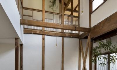 Renovation in Nekogahora / 天井と壁を取り払い構造補強により豊かさを得た住宅兼店舗 (吹き抜け)