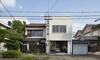 Renovation in Nekogahora / 天井と壁を取り払い構造補強により豊かさを得た住宅兼店舗 (外観)