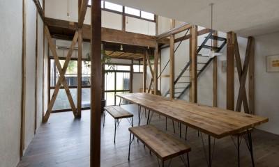 Renovation in Nekogahora / 天井と壁を取り払い構造補強により豊かさを得た住宅兼店舗 (ダイニング)