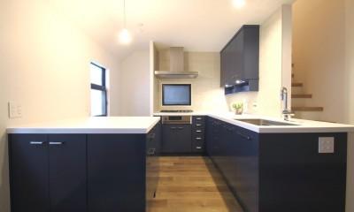 キッチン|L型キッチンがご自宅の中心に。家族で囲むゆったり団らんスペース