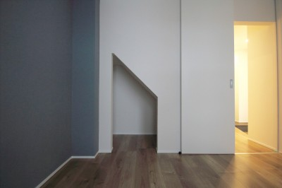 寝室 (L型キッチンがご自宅の中心に。家族で囲むゆったり団らんスペース)