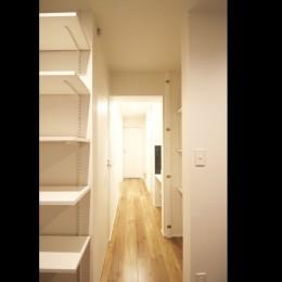 L型キッチンがご自宅の中心に。家族で囲むゆったり団らんスペース (廊下)