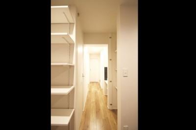 廊下 (L型キッチンがご自宅の中心に。家族で囲むゆったり団らんスペース)